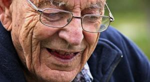 Naukowcy: 70-latkowie są bardziej zadowoleni i szczęśliwi