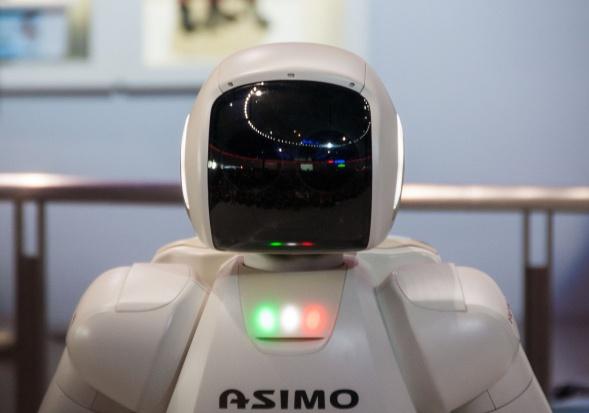 Japonia: zaprezentowano roboty, które mają wspierać osoby starsze