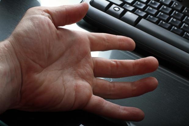 Na drżenie rąk rękawiczka z żyroskopem?