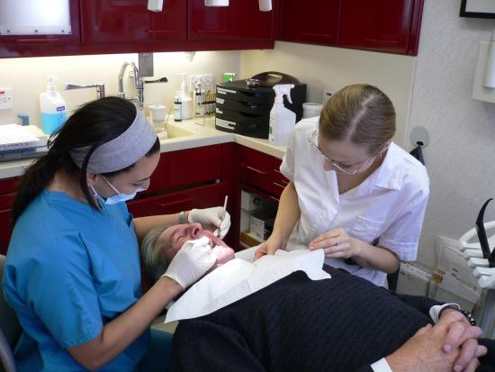 Seniorzy nie chcą leczyć zębów - nawet za darmo