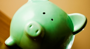 Niskie dochody i kłopot z oszczędzaniem. Jakie więc widoki życia na emeryturze?