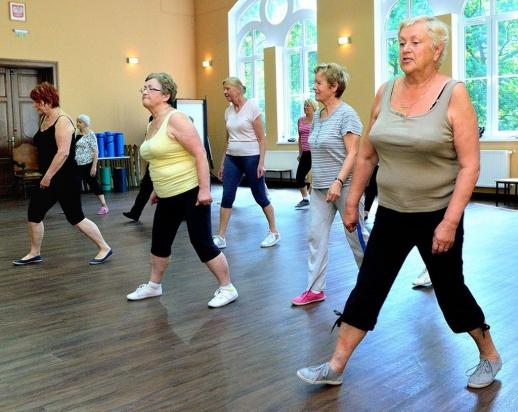 Deklarujemy, że po pięćdziesiątce dbamy o aktywność fizyczną. Naprawdę?