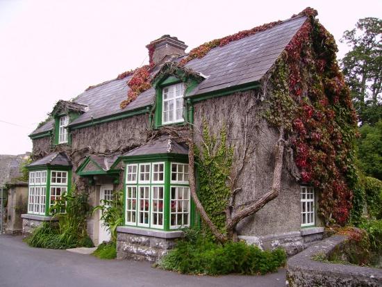 Jak najkorzystniej przenieść własność nieruchomości na bliską osobę?