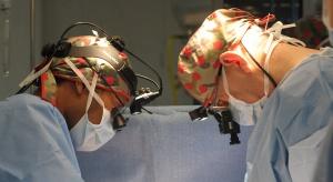 Nowatorska operacja stawu kolanowego u 77-latki z Sosnowca