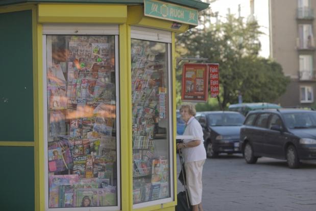 Emeryci wydają ponadprzeciętnie dużo na prasę
