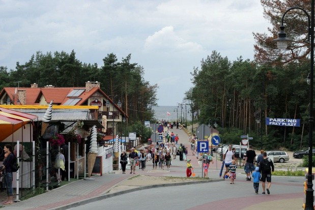 Polski senior wakacje spędza w kraju za pieniądze z oszczędności
