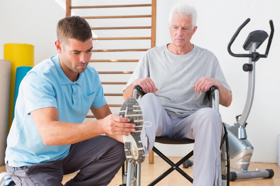 Wszczepienie endoprotezy wymaga rehabilitacji po zabiegu