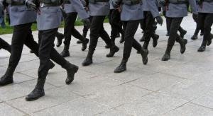Mundurowi bronią przywilejów emerytalnych i grożą protestami