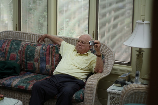 Polacy po pięćdziesiątce wolny czas spędzają głównie na kanapie, ale...
