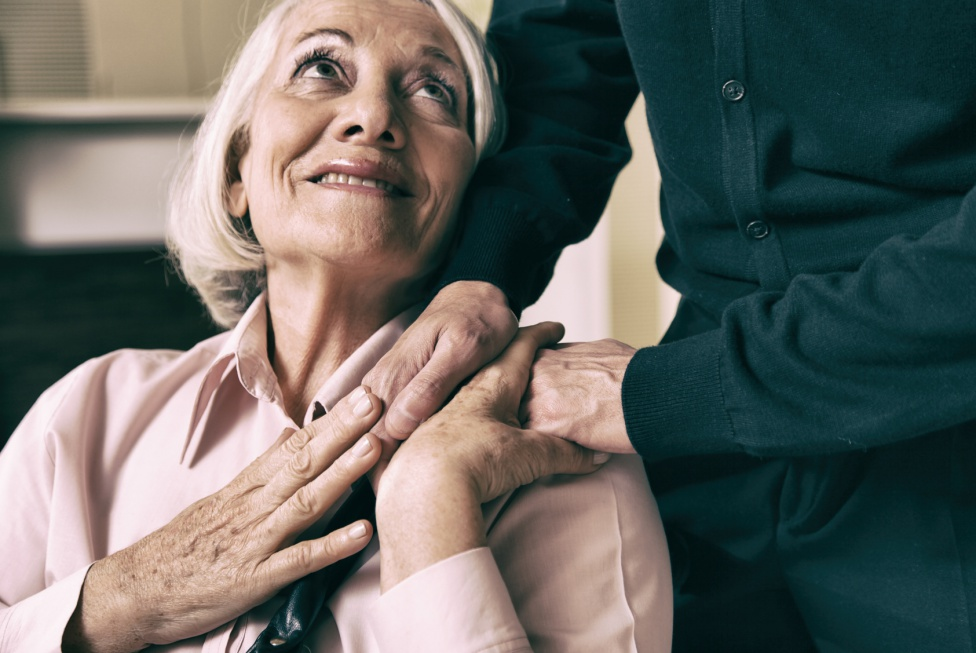 Jak przygotować bliskiego do przeprowadzki do domu opieki?