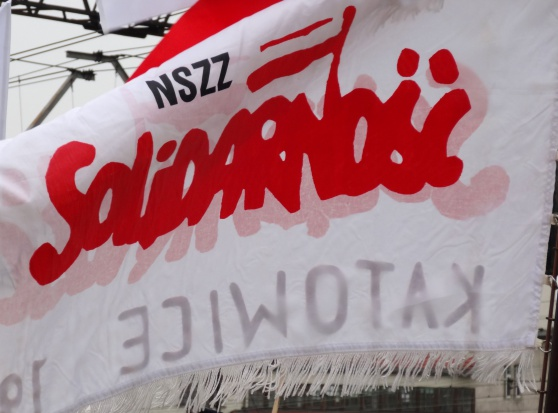"""""""Solidarność"""" naciska na PiS. Walczy o emeryturę po przepracowaniu 35-40 lat"""