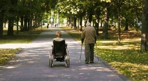 Senat: wcześniej niż teraz zasiłek stały dla osób z niepełnosprawnością, ustawa do prezydenta