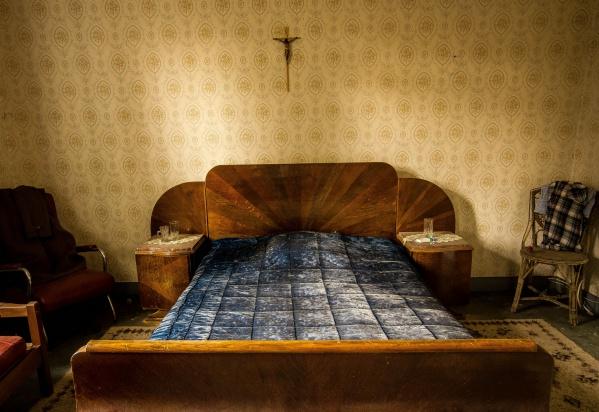 Łódź: pół roku mieszkał ze zmarłą matką, a jej emeryturę inwestował w waluty