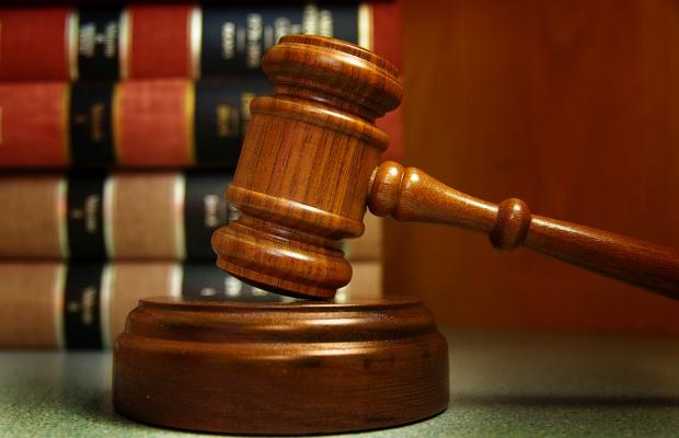 Darmowe porady prawne: korzystają głównie starsi i młodzież