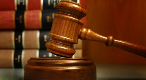 Pracownica socjalna została oskarżona o okradanie pensjonariuszy DPS-u