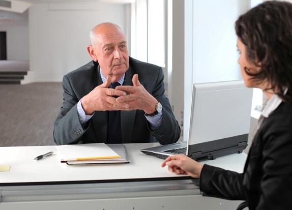 Przedsiębiorca-emeryt: jak zarejestrować firmę i skąd czerpać kapitał?