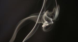 E-papierosy równie niebezpieczne jak zwykłe papierosy bez filtra?