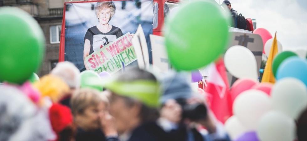 III Ogólnopolska Parada Seniorów na ulicach Warszawy - zobacz relację wideo