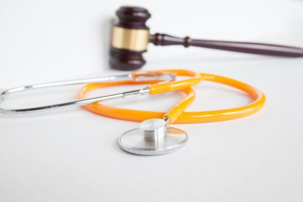 Lekarz nie rozpoznał udaru i sfałszował dokumentację. Grozi mu do 10 lat więzienia