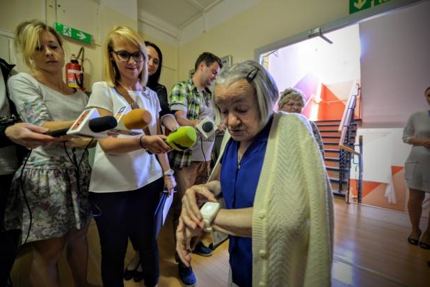 Łódź: magistrat rozda seniorom 2 tys. opasek ratujących życie