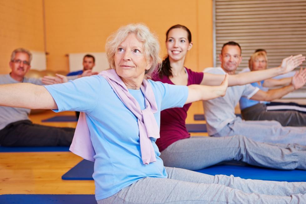 Joga w wieku 50+: wzmacnia układ ruchu i poprawia samopoczucie