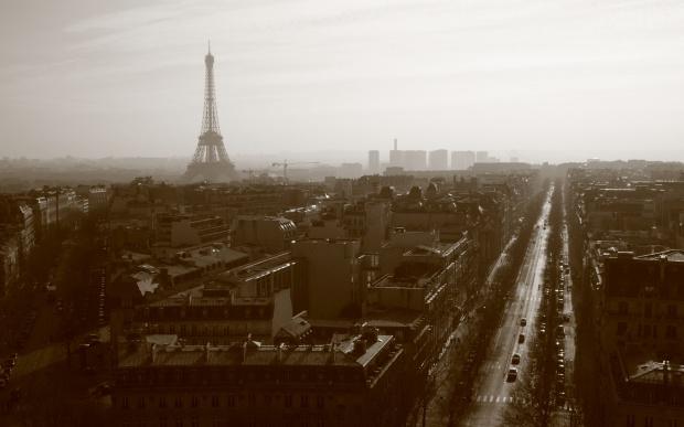 """Przy takim zapyleniu Paryż ogłasza alarm. Dla Warszawy stan jest """"dobry"""""""