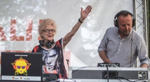 DJ Wika: gdyby się dało, grałabym dziewięć dni w tygodniu