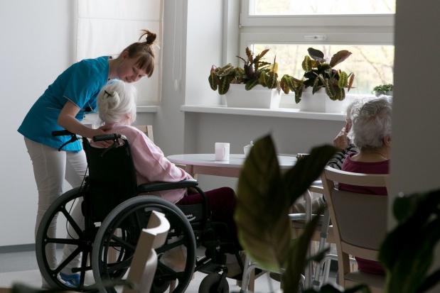 Resorty rodziny i zdrowia zapowiadają zmiany w systemie opieki nad seniorami