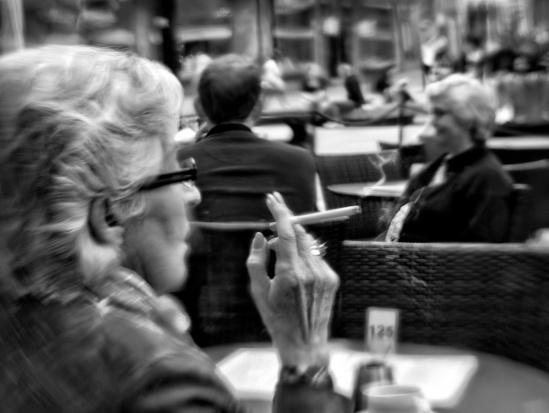 Ekspert: dym tytoniowy wchodzi w szkodliwe interakcje z lekami
