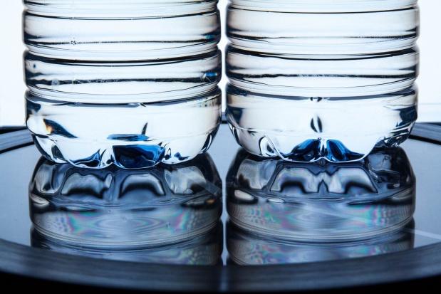 Ekspertka o fali upałów: pijmy głównie wodę, w małych ilościach, ale często