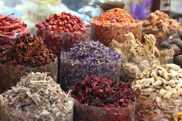 Badania: składniki dwóch popularnych przypraw pomagają w gorączce, bólu i stanach zapalnych