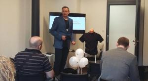 W Łodzi powstała innowacyjna koszulka, która zmierzy EKG