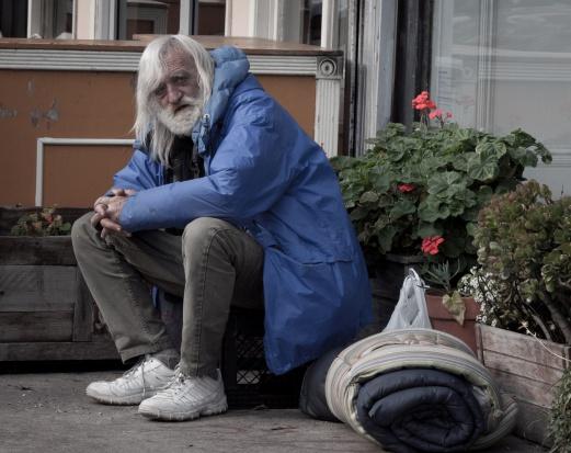 UE: 17,3 mln osób starszych zagrożonych ubóstwem