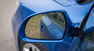 Opolskie: 60-latka uderzyła autem w sklep, nigdy nie miała prawa jazdy