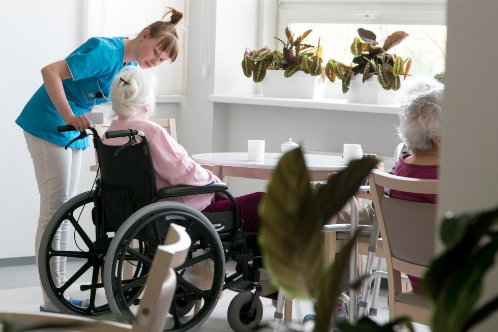 Opieka długoterminowa: duże zainteresowanie darmowymi szkoleniami dla pielęgniarek
