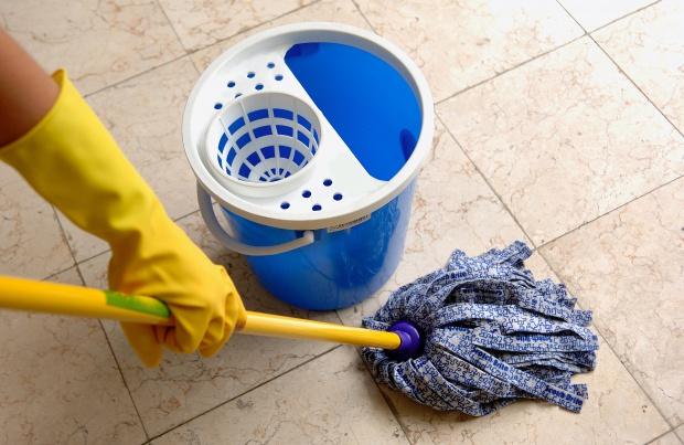 Nawet sprzątanie czy praca na działce są korzystne dla mózgu seniorów