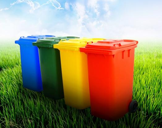 Samorządowcy chcą, by rząd zmusił Polaków do segregacji śmieci