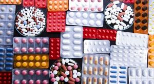 """Wiceminister podsumował program """"leki 75+"""". Wyszło 100 darmowych opakowań na osobę"""
