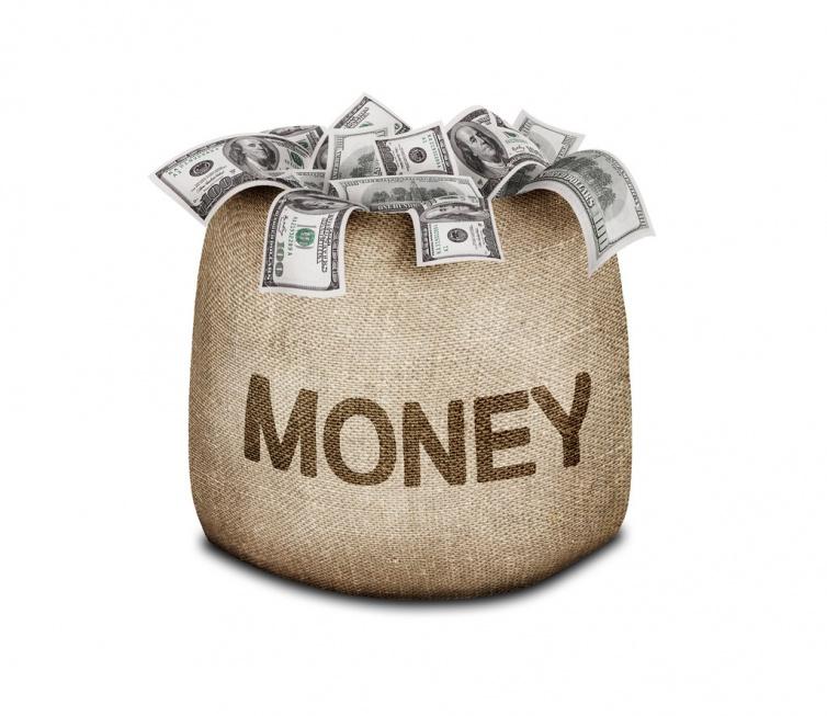 Ponad 300 tys. najbogatszych Polaków będzie płacić składki emerytalne cały rok?