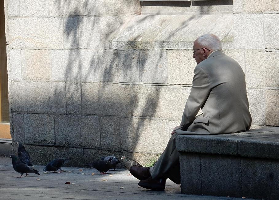 Na złe traktowanie ze względu na wiek narażeni są szczególnie chorzy, niepełnosprawni i ubożsi 75+