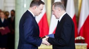 """Minister potwierdza: obniżenie wieku bez zakazu dorabiania i """"zamiany"""" na staż"""