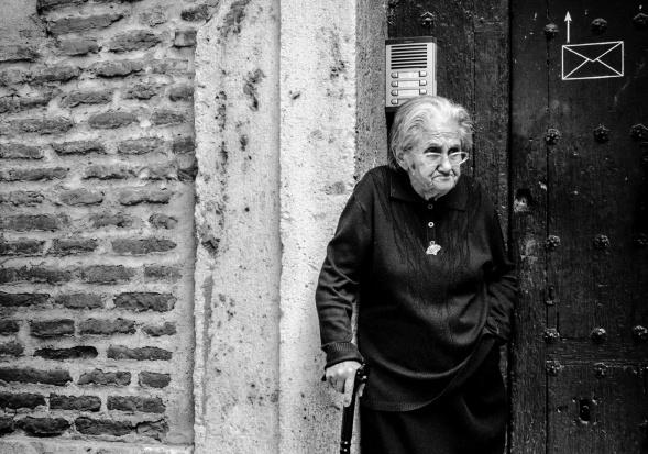 Dolnośląskie: podające się za lekarki oszustki wyłudzają dane od seniorów