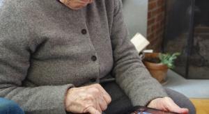 Demencji może zapobiec wysiłek intelektualny i zaprzestanie palenia