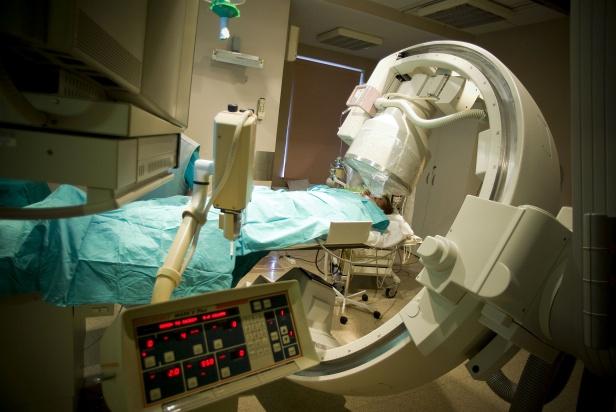 Śmierć mózgu będzie stwierdzać mniej lekarzy. Prezydent podpisał nowelę