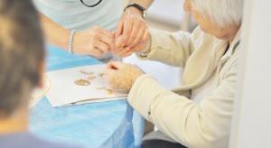 Ekspert: aby pomóc osobie z alzheimerem trzeba...