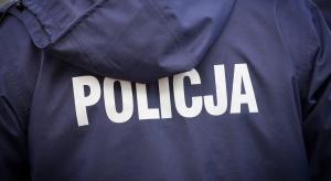 Piaseczno: leżała w śniegu na odludziu, uratowali ją policjanci