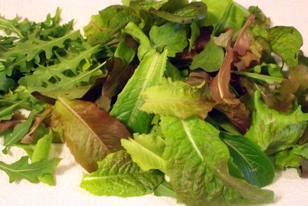 Jedzenie zielonych warzyw pomaga zapobiegać zwyrodnieniu plamki żółtej