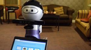 Poznań: zaprezentowano robota dla osób starszych, ma trafić do polskich domów opieki