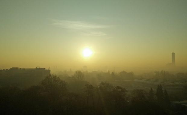 Smog: powietrze wewnątrz o ok. 50 proc. lepsze niż na zewnątrz
