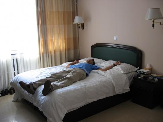 Problemy z zaśnięciem? Eksperci radzą starszym, co robić